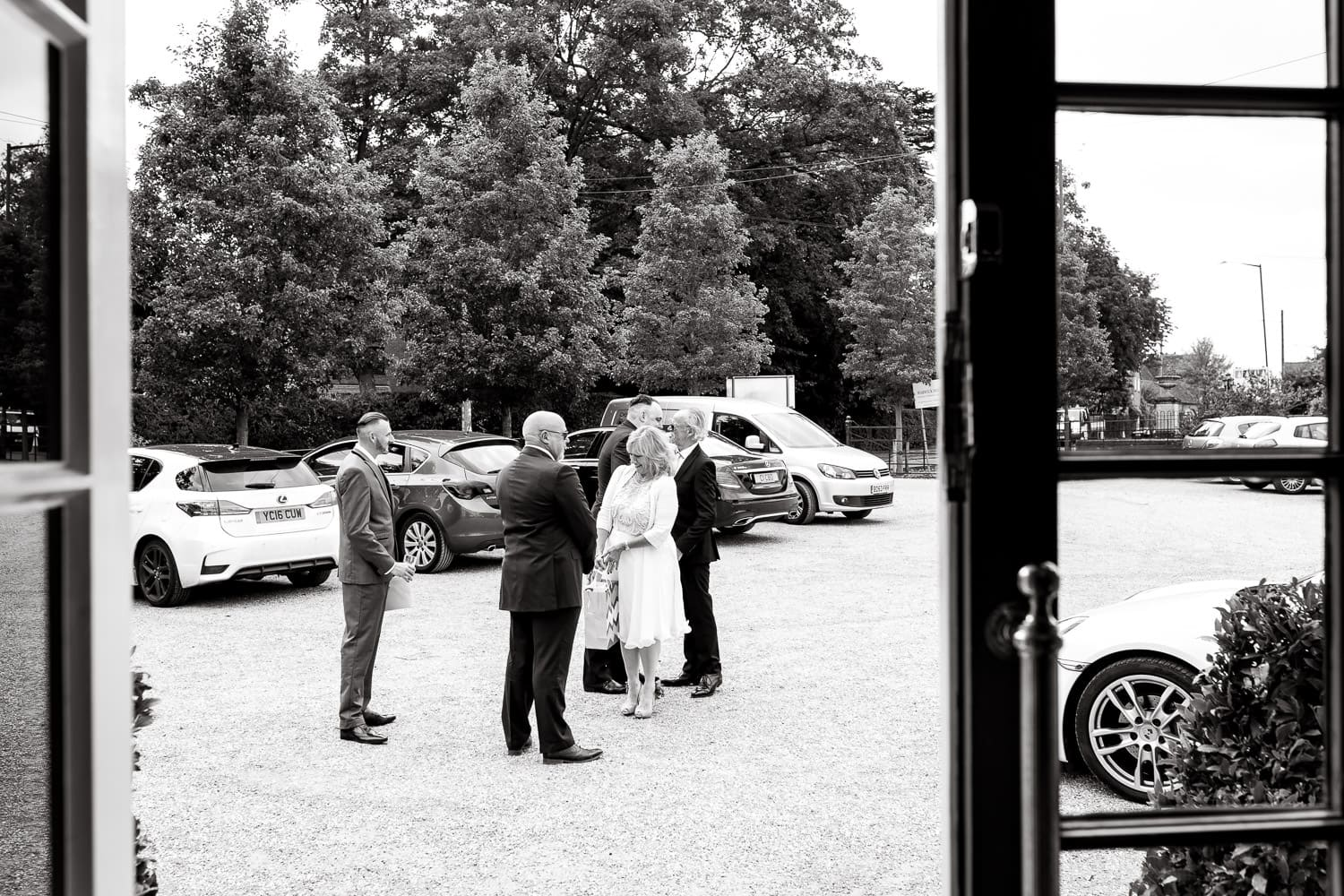 warwick house wedding guests arrive to this beautiful venue in southam