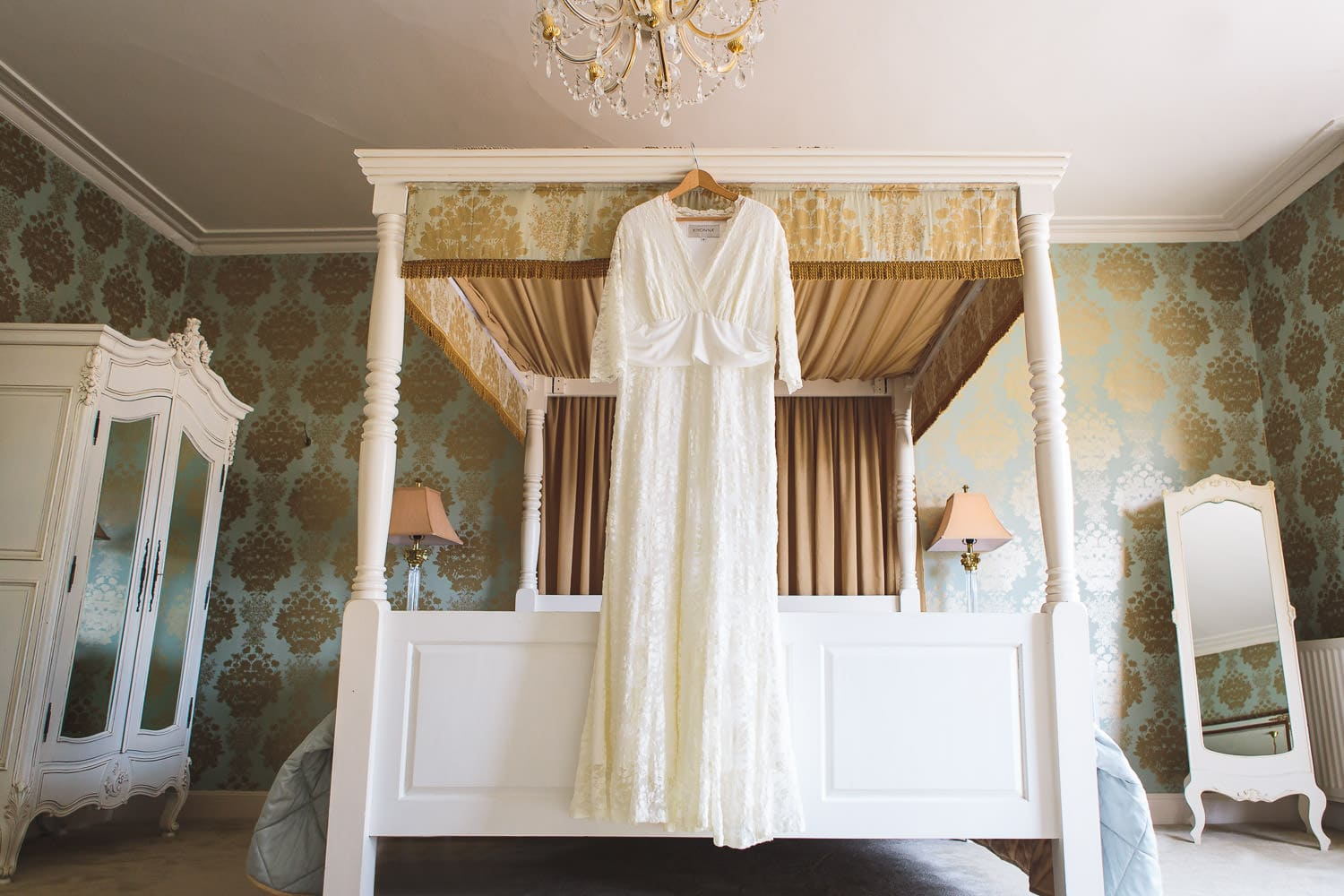 bridal suite at the amazing warwick house wedding venue in warwickshire