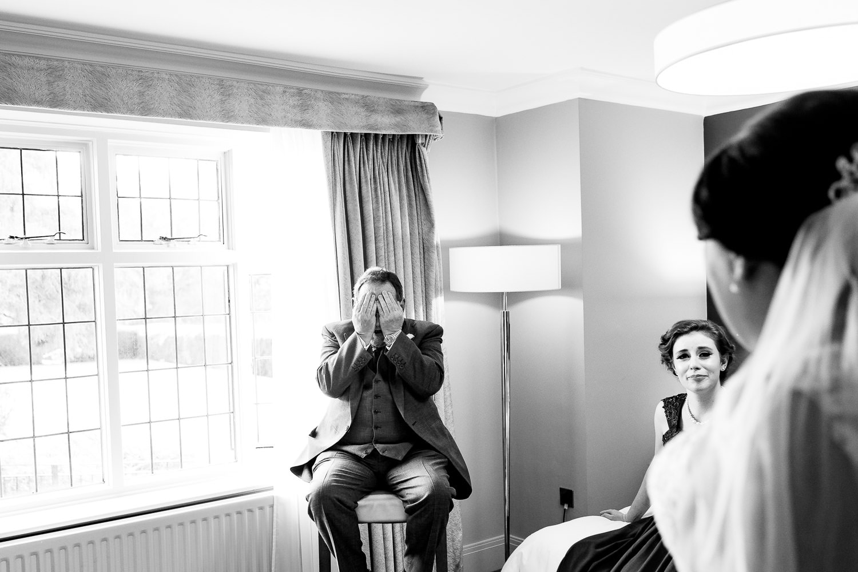 warwickshire wedding photographer captures first look