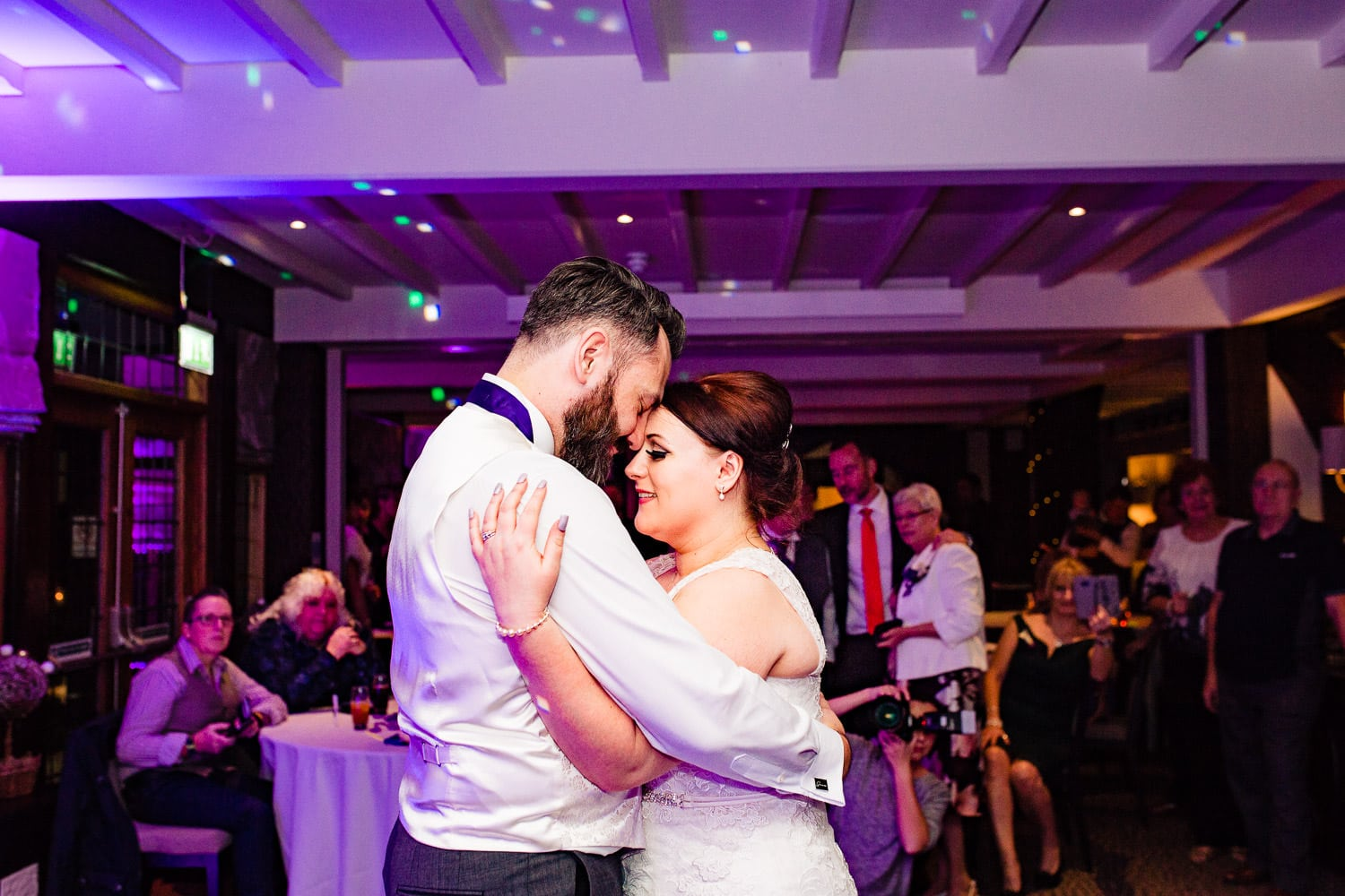 warwickshire wedding photographers capture first dance